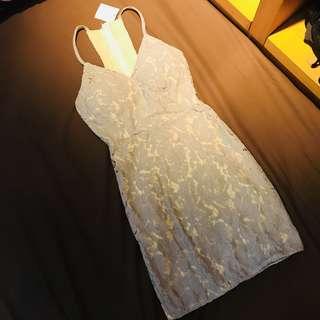 🚚 灰色蕾絲包臀合身洋裝