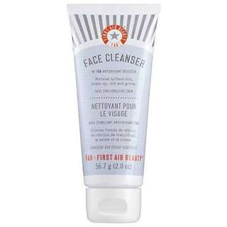 FIRST AID BEAUTY - Face Cleanser