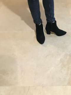 Angkle boots suede  👢 sz 37 new