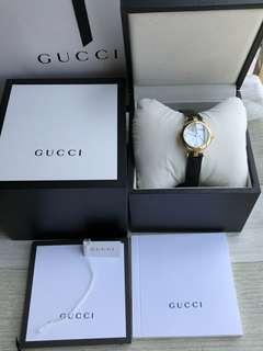 Gucci經典巴塞爾款,大號32mm表徑,小號27mm表徑,天然珍珠貝母表面側邊原廠鏤空雕花菱格紋設計🌹貝殼面搭配鑽錶盤,美到翻天全球女士們都無法抵擋的誘惑😂😂
