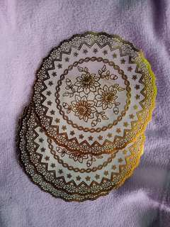 Round place mat (preferably for tea cups)