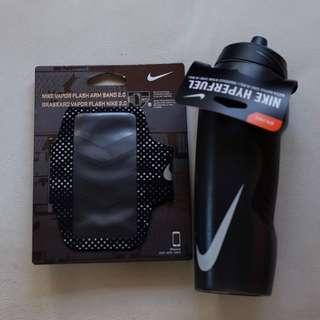 Bundle 32oz NIKE Hyperfuel Water Bottle - Black and NIKE Vapor Flash Arm Band 2.0 in Black/Silver
