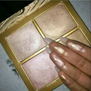 THE WET SET HIGHLIGHTER KYLIE