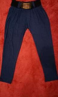 Celana biru elektrik