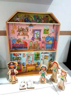 Wooden magnetic doll house
