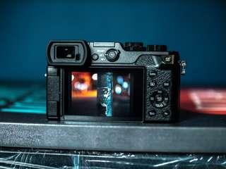Panasonic Lumix GX8 ( Body Only ) mirrorless camera