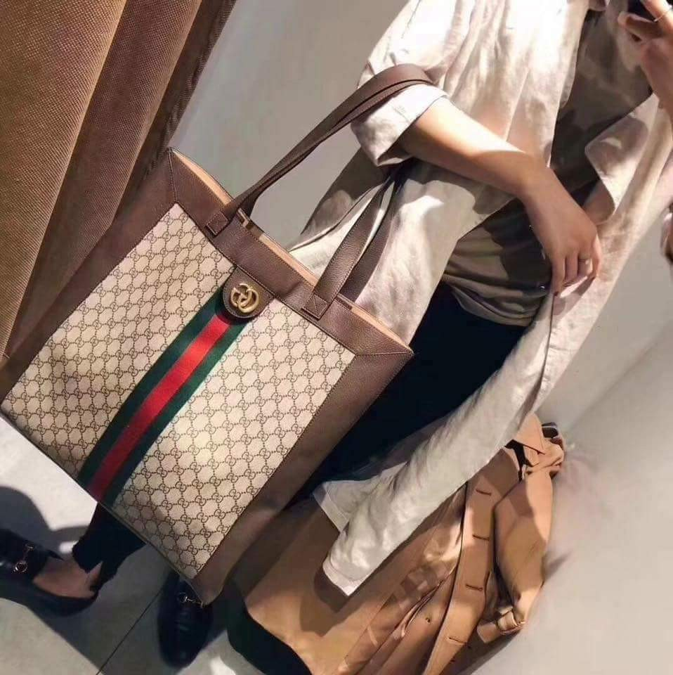 96736e6676e1 Gucci Ophidia GG Supreme Large Tote on Carousell