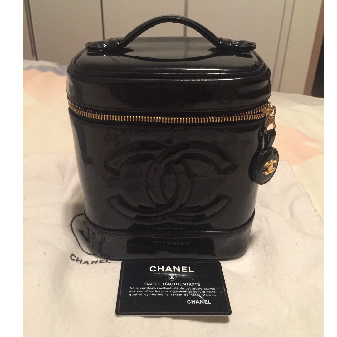 6f9f2be19d639 Vintage Chanel Vanity Bag Reduced Price ❗