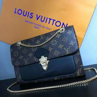Louis Vuitton Victoire Black
