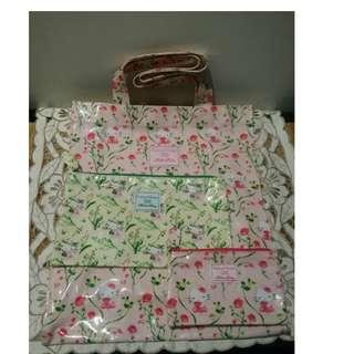全新Crabtree × Hello Kitty shopping bag. 一套三件