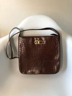 💯Auth Salvatore Ferragamo leather crossbody handbag 鱷魚皮側揹袋 斜揹袋