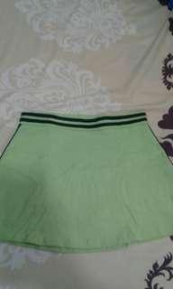 Sepasang baju senam hijau