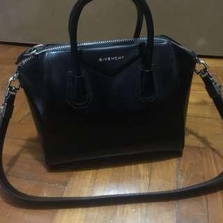 Givenchy Antigona black bag in small size