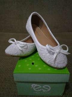 Meet My Feet white dainty shoes