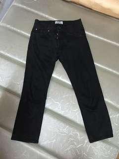 Acne studios 牛仔褲 28-30腰 適合穿 東京購入 當時購入7000多 跟全新的差不多 正品