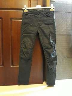 H&M黑色有型小腳褲(10~11歲)