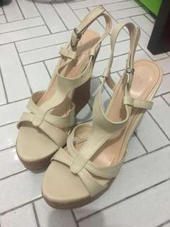 Bellagio beige wedges