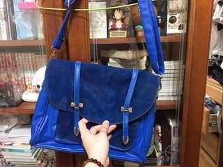 藍色側背包