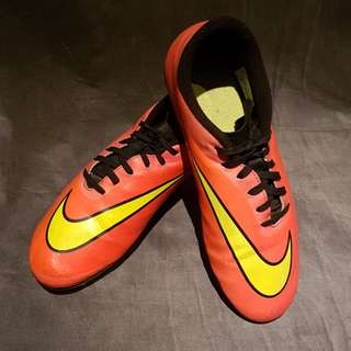 Nike Hypervenoms (youth size 8) red and yellow UNISEX