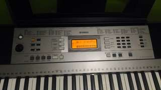 Dijual Keyboard Yamaha PSR E353, mulus, bonus stand, kursi, cover