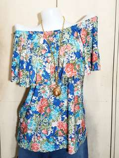 Plus size offshoulder floralblue top