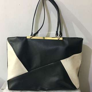 ORIGINAL CHARLES AND KEITH TOTE BAG