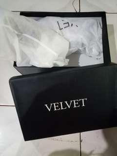 Velvet white shoes