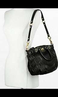 "《全新、原廠、正貨》 Coach Leather handbag  - 100% real & new, imported from Coach store in Seattle 🇺🇸 - Supple Italian leather with softly pleated waves - Black  - Inside zip, cell phone and Zip-top closure, handles with 5"" drop - longer strap for shoulder wear"
