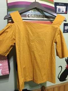 🚚 Lowrys farm-露肩上衣 芥黃色-九成新轉賣(京站專櫃購入