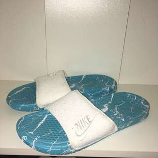 Nike Slippers Size 7 Womens