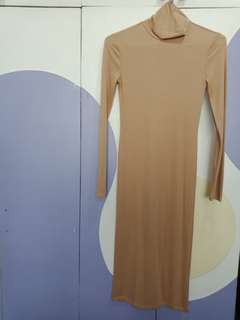 Turtle neck and long sleeves plain dress