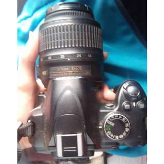 Nikon D3000 slight issue good condition (Negotiable)