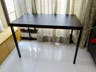 IKEA 黑色餐桌