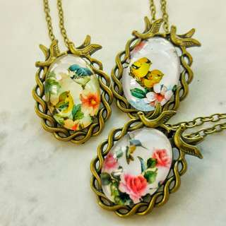Bird cabochon necklace