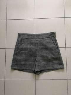 Short pants by Zara