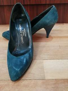 Closed high heels