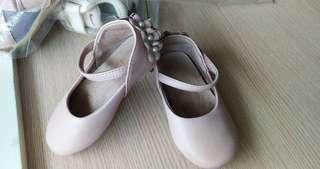 🚚 二手百貨公司LITTLE Garden專櫃女寶包鞋,適合腳長13到14公分的女寶寶,鞋子是真皮材質唷!