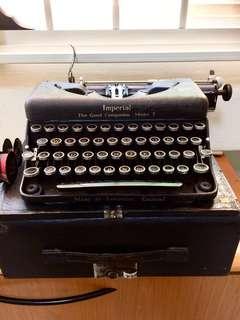 Vintage Typewriter  ( Imperial ! T10 England )