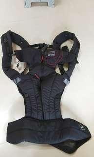 🚚 二手正版cybex背巾,頭部有加強板可以固定寶寶頭部,臀部有拉鍊可以增大布面支托寶寶臀部