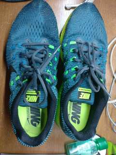 Nike Structure 19 size 10 Running Shoes