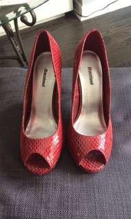 Red patent leather pumps