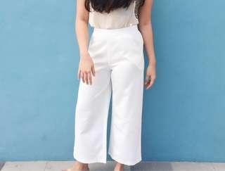 SM Woman White Pants