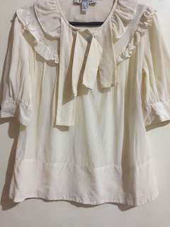 Original! Chloe peasant blouse with mother of pearls buttons