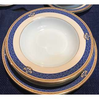 Patra Fine Porcelain Dinner Set