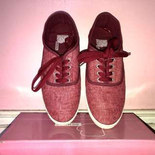 Bench shoes in hot red