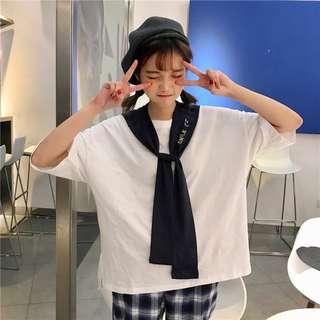 學院風字母刺繡披肩+寬鬆圓領短袖純色T恤兩式