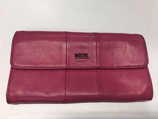 🈹💥🈹💥日本中古 Diesel 經典桃紅色 扣鈕 內拉鍊 長銀包 wallet