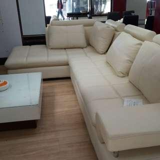 Sofa selonjoran bisa kredit