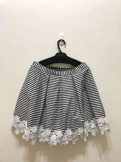 黑白條紋及膝裙