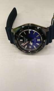 精工限量潛水錶 漸變藍 。保用卡冇寫日子